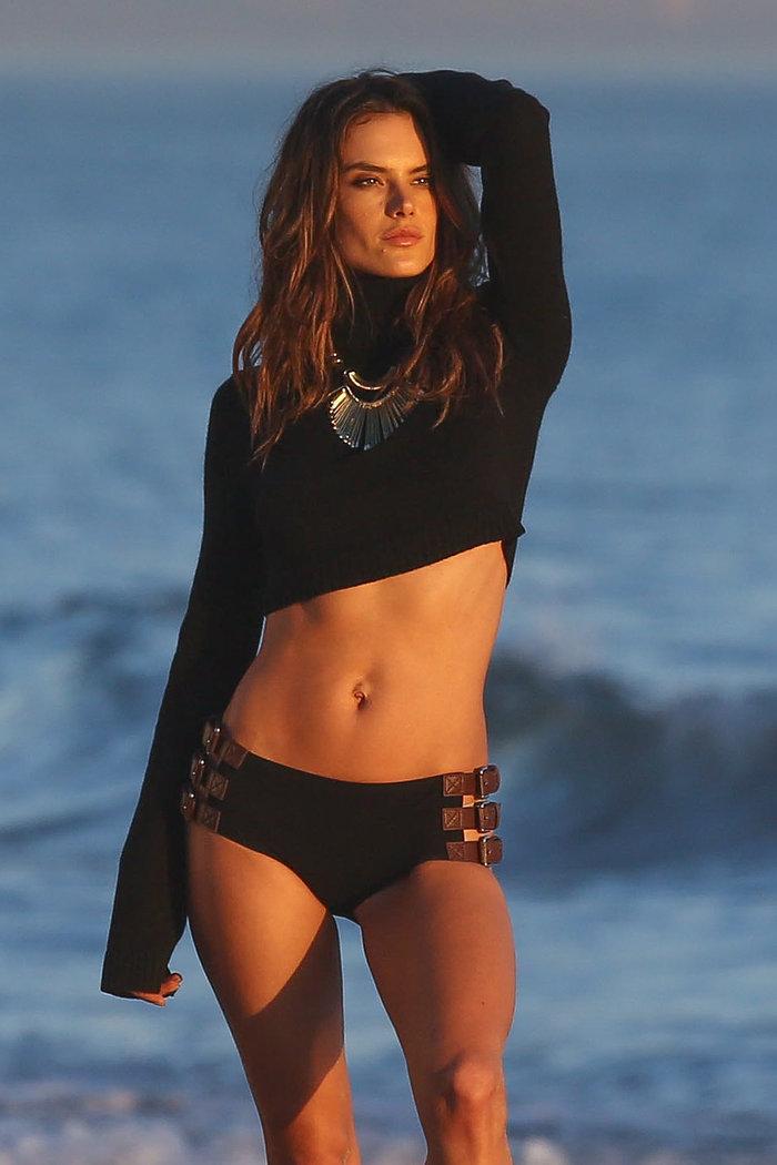 Η Αλεσάντρα Aμπρόζιο κόβει την ανάσα με τη νέα σέξι φωτογράφηση! - εικόνα 9
