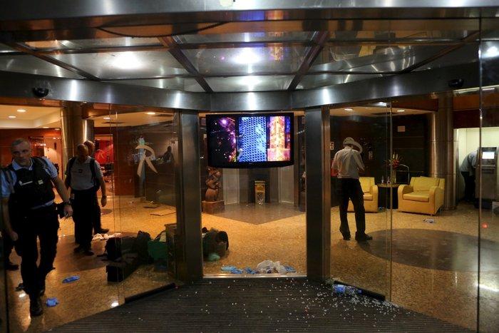 Εικόνες-σοκ από την τρομοκρατική επίθεση στο ξενοδοχείο στο Μάλι - εικόνα 5