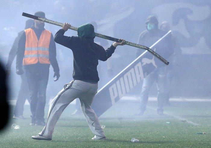 Εικόνες από τη Λεωφόρο της βίας στο ντέρμπι των αιωνίων - εικόνα 6