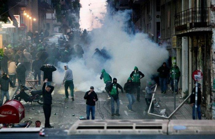 Εικόνες από τη Λεωφόρο της βίας στο ντέρμπι των αιωνίων - εικόνα 8