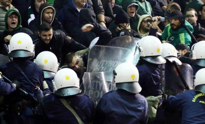 Εικόνες από τη Λεωφόρο της βίας στο ντέρμπι των αιωνίων - εικόνα 20