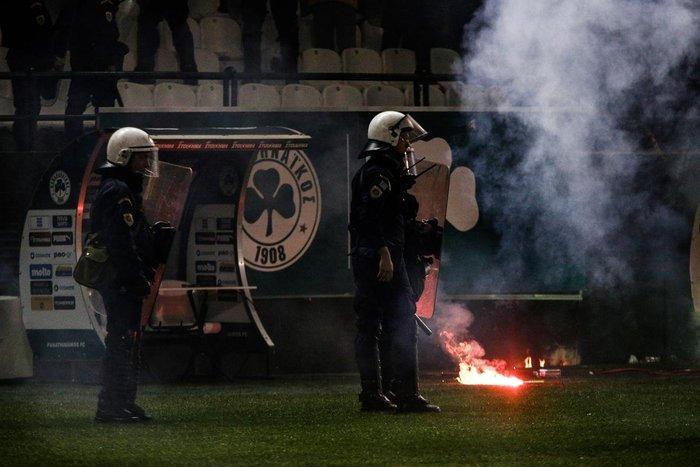 Εικόνες από τη Λεωφόρο της βίας στο ντέρμπι των αιωνίων - εικόνα 3