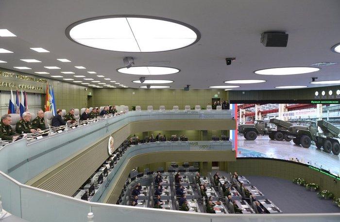 Την κινηματογραφική ταινία Matrix θυμίζει η «αίθουσα πολέμου» του Πούτιν - εικόνα 3