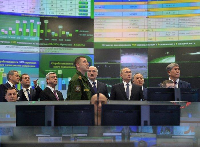 Την κινηματογραφική ταινία Matrix θυμίζει η «αίθουσα πολέμου» του Πούτιν