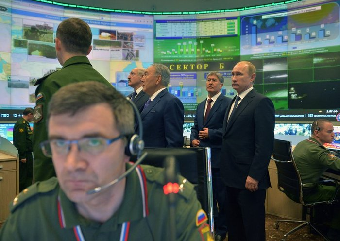 Την κινηματογραφική ταινία Matrix θυμίζει η «αίθουσα πολέμου» του Πούτιν - εικόνα 2