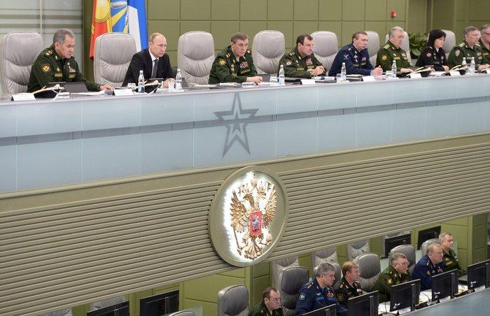 Την κινηματογραφική ταινία Matrix θυμίζει η «αίθουσα πολέμου» του Πούτιν - εικόνα 6