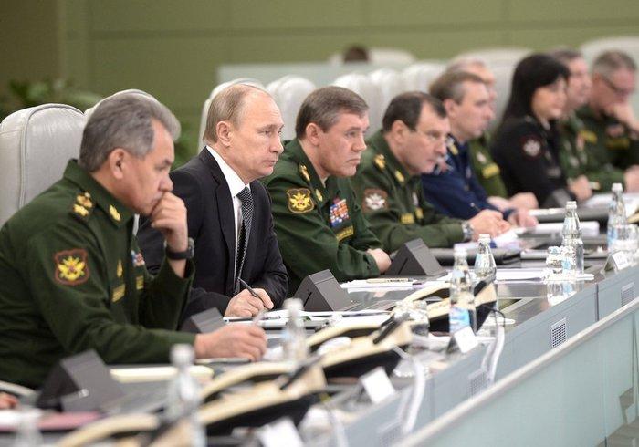 Την κινηματογραφική ταινία Matrix θυμίζει η «αίθουσα πολέμου» του Πούτιν - εικόνα 5