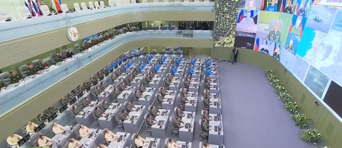 Την κινηματογραφική ταινία Matrix θυμίζει η «αίθουσα πολέμου» του Πούτιν - εικόνα 7