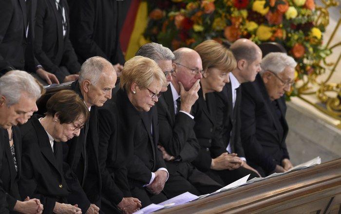 Με τιμές αρχηγού κράτους η κηδεία του Χέλμουτ Σμιτ