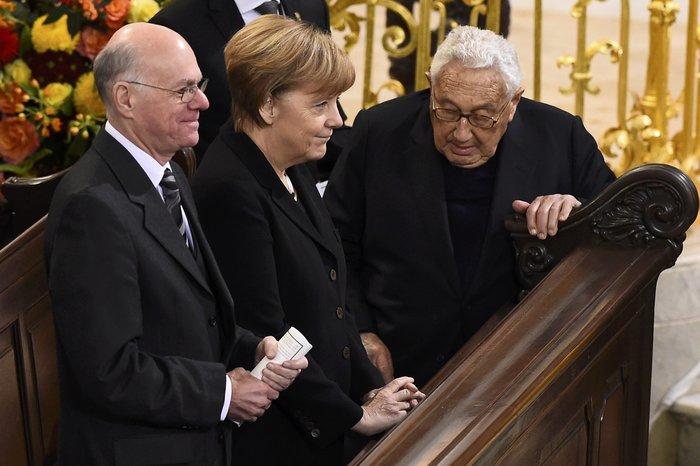 Με τιμές αρχηγού κράτους η κηδεία του Χέλμουτ Σμιτ - εικόνα 2