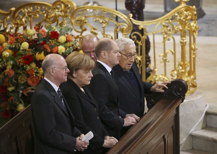 Με τιμές αρχηγού κράτους η κηδεία του Χέλμουτ Σμιτ - εικόνα 5