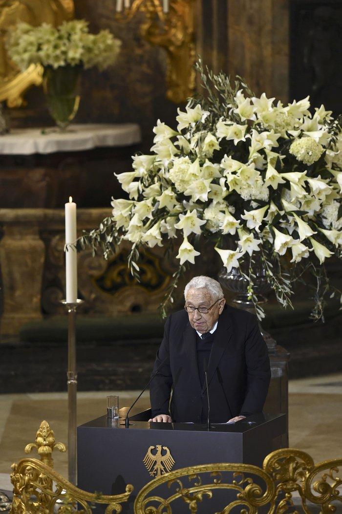 Με τιμές αρχηγού κράτους η κηδεία του Χέλμουτ Σμιτ - εικόνα 3