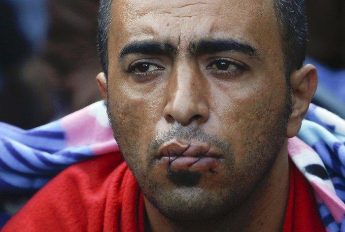 Απόγνωση: Μετανάστες στην Ειδομένη ράβουν τα χείλη τους - εικόνα 2