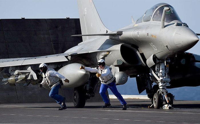 Μαχητικά από το «Σαρλ Ντε Γκωλ» βομβαρδίζουν τον ISIS - εικόνα 4