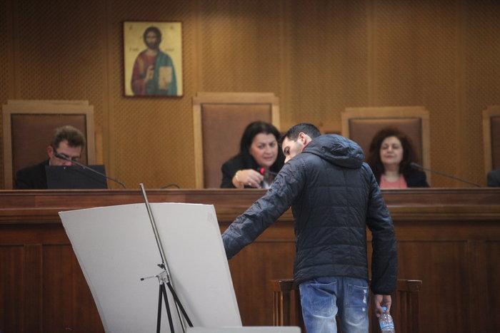 Ξέσπασε σε κλάματα στη δίκη ο φίλος του Παύλου Φύσσα - εικόνα 2