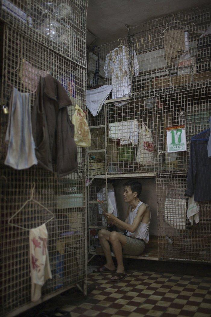 Μέσα στα κλειστοφοβικά σπίτια-φέρετρα του Χονγκ-Κονγκ