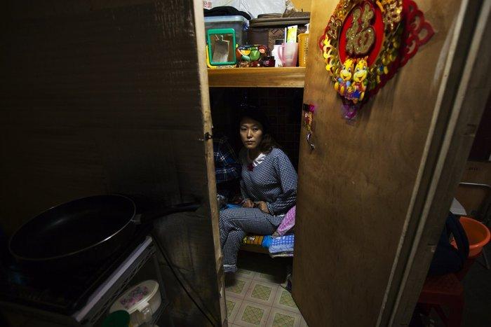 Μέσα στα κλειστοφοβικά σπίτια-φέρετρα του Χονγκ-Κονγκ - εικόνα 7