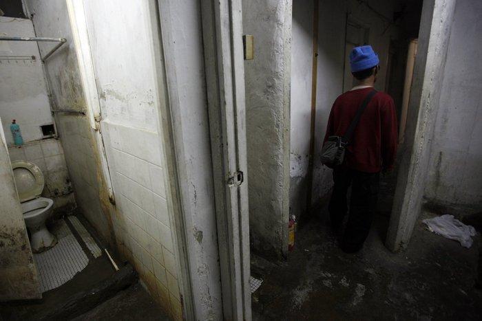 Μέσα στα κλειστοφοβικά σπίτια-φέρετρα του Χονγκ-Κονγκ - εικόνα 9
