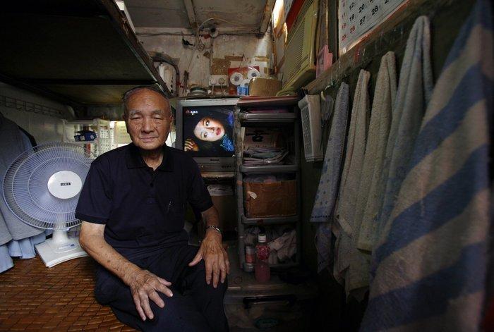 Μέσα στα κλειστοφοβικά σπίτια-φέρετρα του Χονγκ-Κονγκ - εικόνα 10