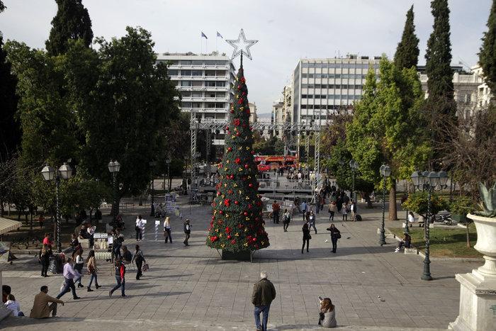 Οι πρόβες του Σάκη για τη γιορτή φωταγώγησης της Αθήνας-τραγουδά τα κάλαντα