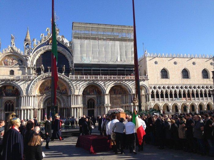 Θρήνος στη Βενετία για 29χρονη θύμα στο Μπατακλάν - εικόνα 6