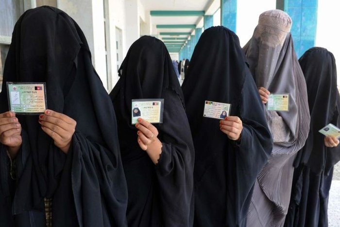 6.500 λίρες πρόστιμο σε γυναίκες που φορούν μπούρκα σε ελβετική επικράτεια