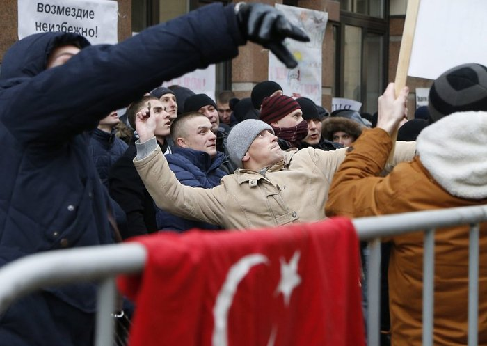 Διαδηλώσεις έξω από την τουρκική πρεσβεία στη Μόσχα