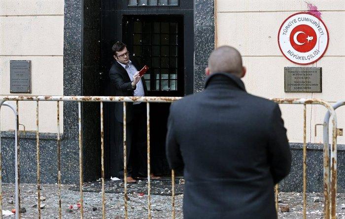 Διαδηλώσεις έξω από την τουρκική πρεσβεία στη Μόσχα - εικόνα 2