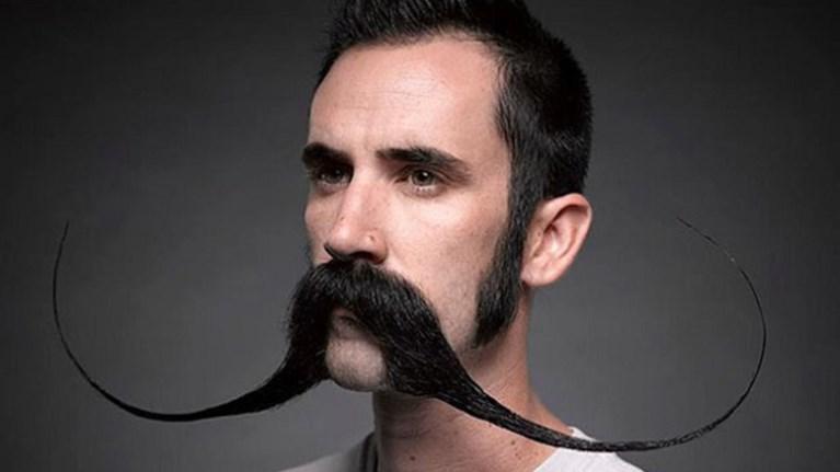 movember-oi-andres-afinoun-moustaki-to-noembrio-kai-nikoun-ton-karkino