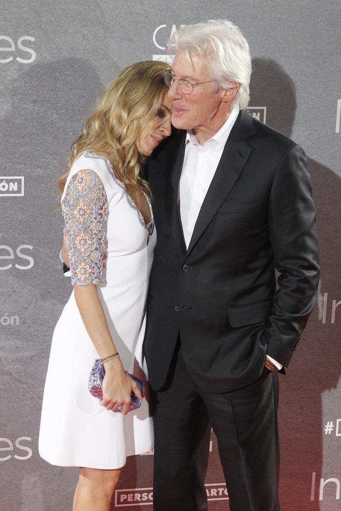 O Ρίτσαρντ Γκιρ στα 66 του με το... κατά 34 χρόνια νεότερο κορίτσι του! - εικόνα 2