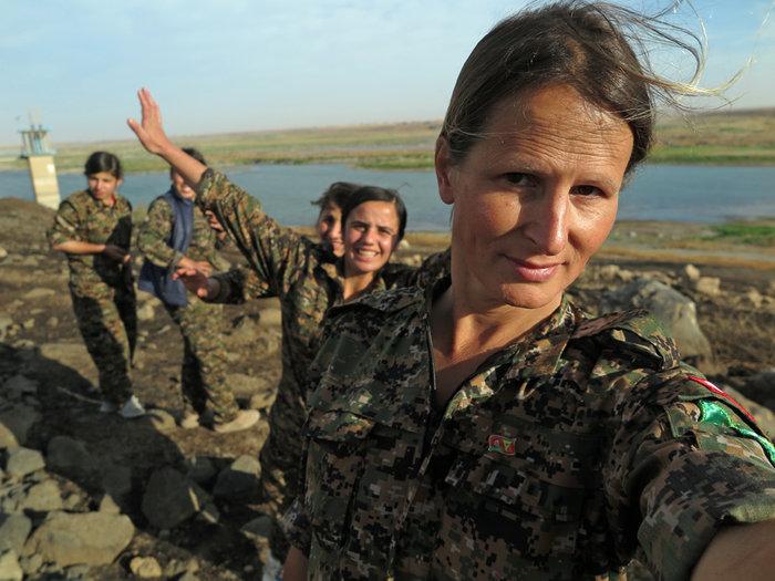 Καλλονή, πρώην μοντέλο από τον Καναδά, πολεμάει εναντίον του ISIS - εικόνα 5