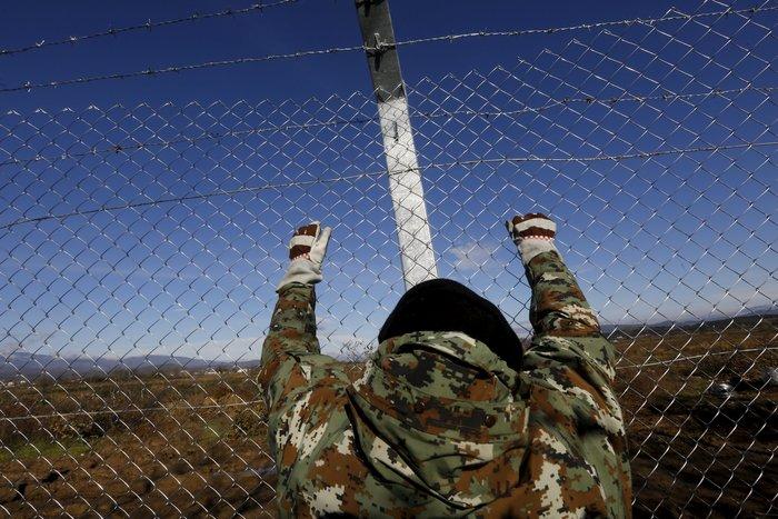 Αρχισαν να στήνουν τον φράκτη στα σύνορα οι Σκοπιανοί - εικόνα 5