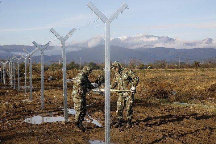 Αρχισαν να στήνουν τον φράκτη στα σύνορα οι Σκοπιανοί - εικόνα 6