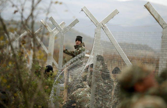 «Εκρηξη» οργής από τους πρόσφυγες στην Ειδομένη για το φράχτη των Σκοπίων - εικόνα 17