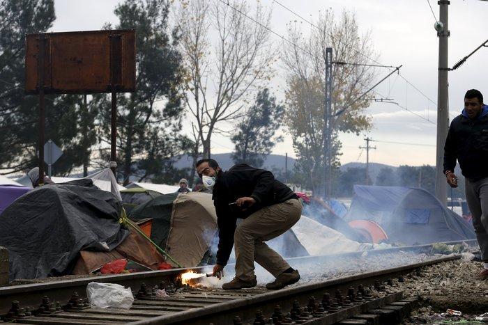 «Εκρηξη» οργής από τους πρόσφυγες στην Ειδομένη για το φράχτη των Σκοπίων - εικόνα 10