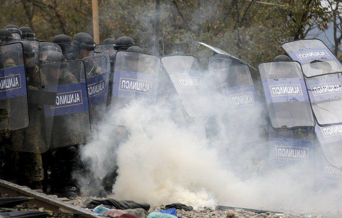 «Εκρηξη» οργής από τους πρόσφυγες στην Ειδομένη για το φράχτη των Σκοπίων - εικόνα 12