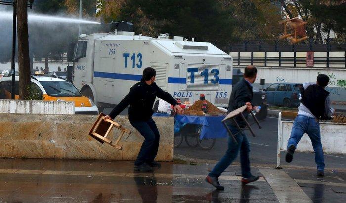 Σοβαρά επεισόδια στην πλατεία Ταξίμ για την εν ψυχρώ εκτέλεση του δικηγόρου - εικόνα 6
