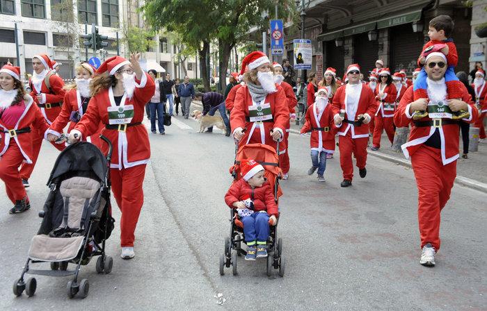 Σήμερα το «2ο Athens Santa Run», κλειστό το κέντρο της Αθήνας