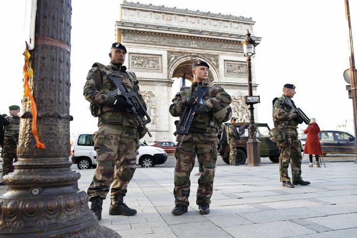 «Αστακός» με 120.000 αστυνομικούς και κομάντο το Παρίσι