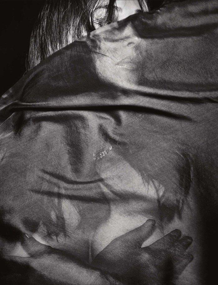 Μπελούτσι: Η γυναίκα - πόθος σας προκαλεί ξανά με αισθησιακή φωτογράφηση - εικόνα 4