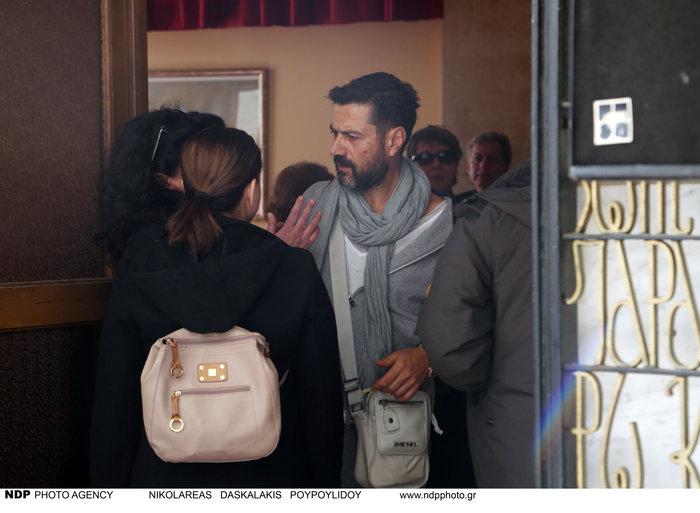 Ολο το ελληνικό θέατρο είπε αντίο στον Μηνά Χατζησάββα - εικόνα 3
