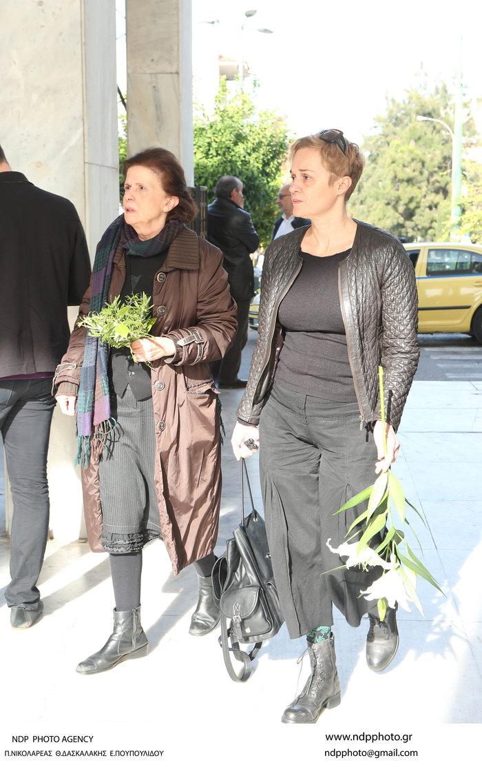Ολο το ελληνικό θέατρο είπε αντίο στον Μηνά Χατζησάββα - εικόνα 13