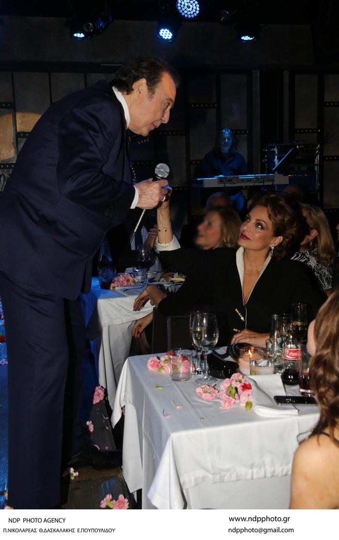 Πρεμιέρα Βοσκόπουλου: Η Γκερέκου, η κούκλα κόρη και τα τρυφερά φιλιά! - εικόνα 2