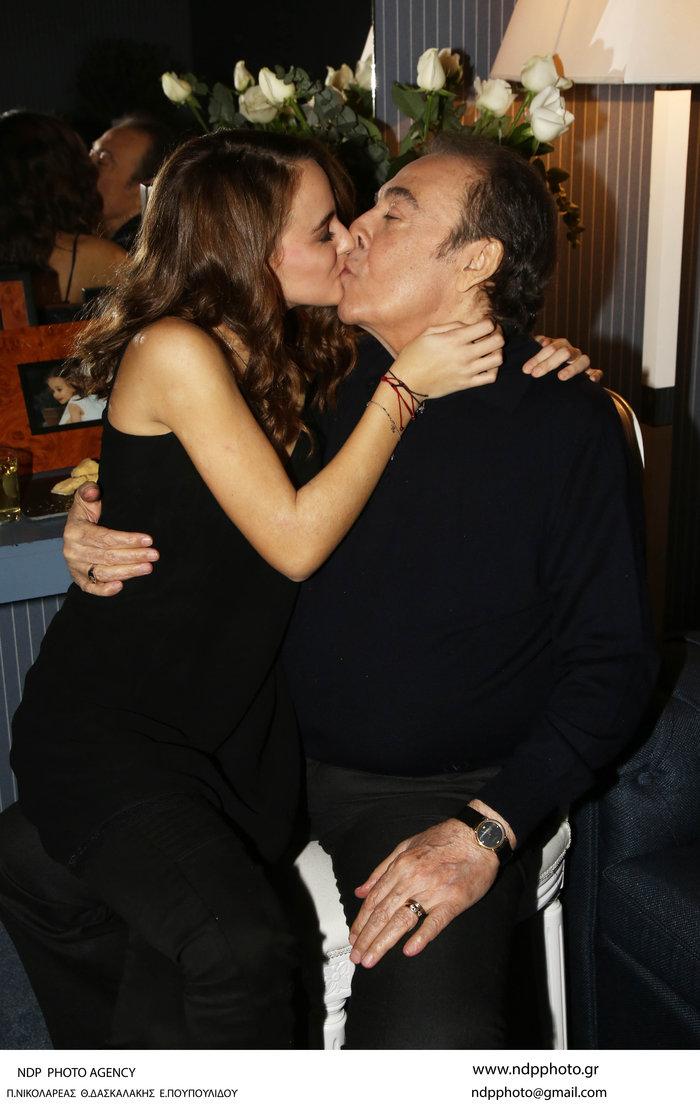 Πρεμιέρα Βοσκόπουλου: Η Γκερέκου, η κούκλα κόρη και τα τρυφερά φιλιά! - εικόνα 8