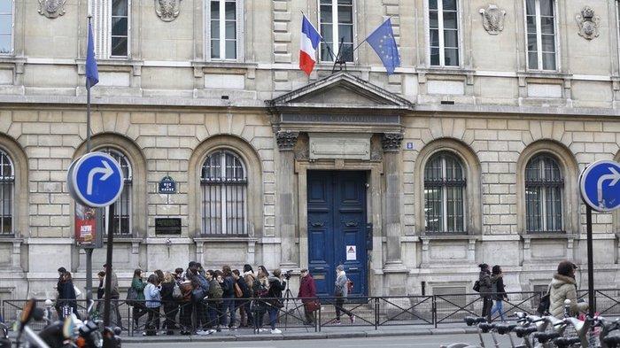Γαλλία: Πως η τρομοκρατία νομιμοποίησε το κάπνισμα στα σχολεία