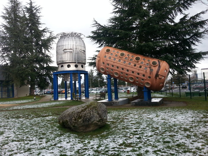 Μια υπαίθρια έκθεση των εντυπωσιακών πρώτων κατασκευών του CERN των πρώτων επιταχυντών και ανιχνευτών του CERN πολλά χρόνια πριν τον LHC.