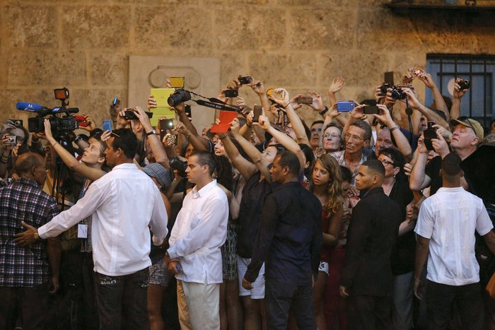 Ο Ομπάμα στην πλατεία της Επανάστασης με τον Τσε Γκεβάρα - εικόνα 19