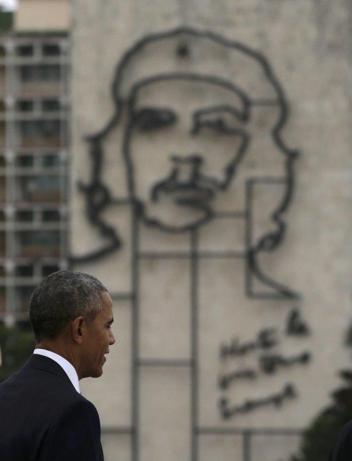 Ο Ομπάμα στην πλατεία της Επανάστασης με τον Τσε Γκεβάρα
