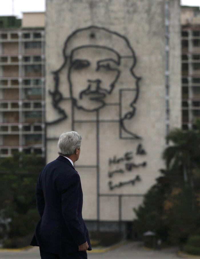 Ο Ομπάμα στην πλατεία της Επανάστασης με τον Τσε Γκεβάρα - εικόνα 3