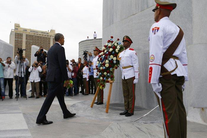 Ο Ομπάμα στην πλατεία της Επανάστασης με τον Τσε Γκεβάρα - εικόνα 4